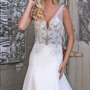 Wedding dress With v-neckline